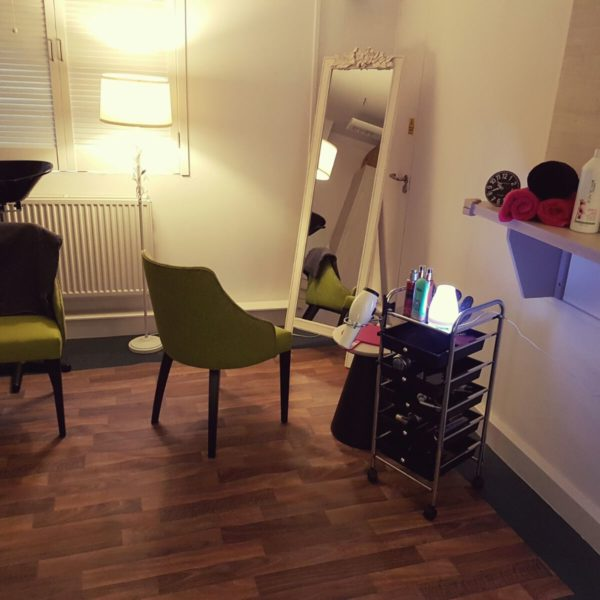 £150 Hairdressing & other beauty pampering services for families each week